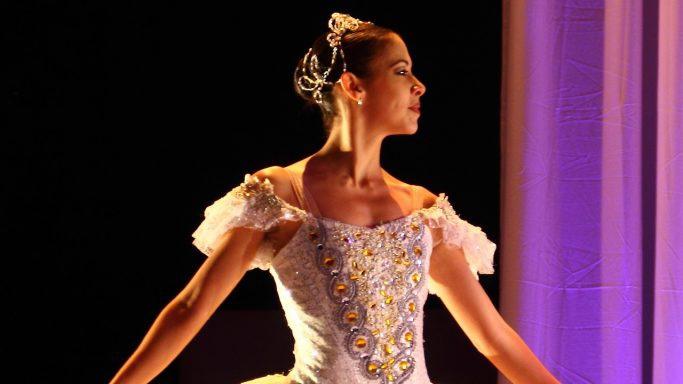 Veja como o Pilates ajuda na formação do corpo do bailarino