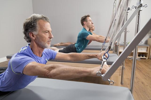 Prática traz benefícios do Pilates para homens