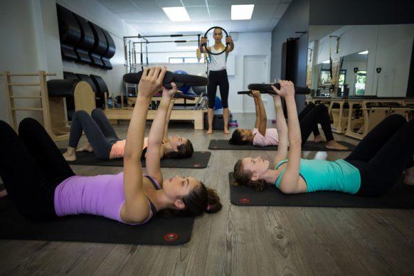 Veja como fidelizar alunos do studio de Pilates