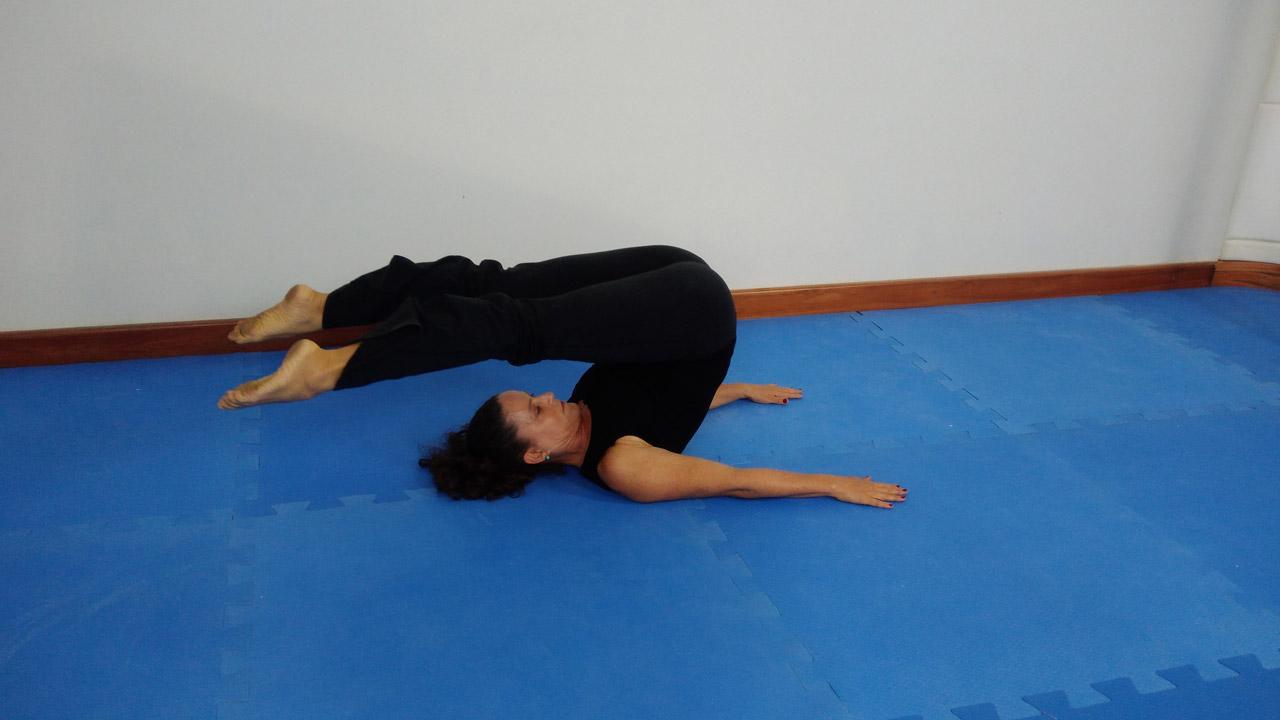 3 exercícios desafiadores de mat: roll-over